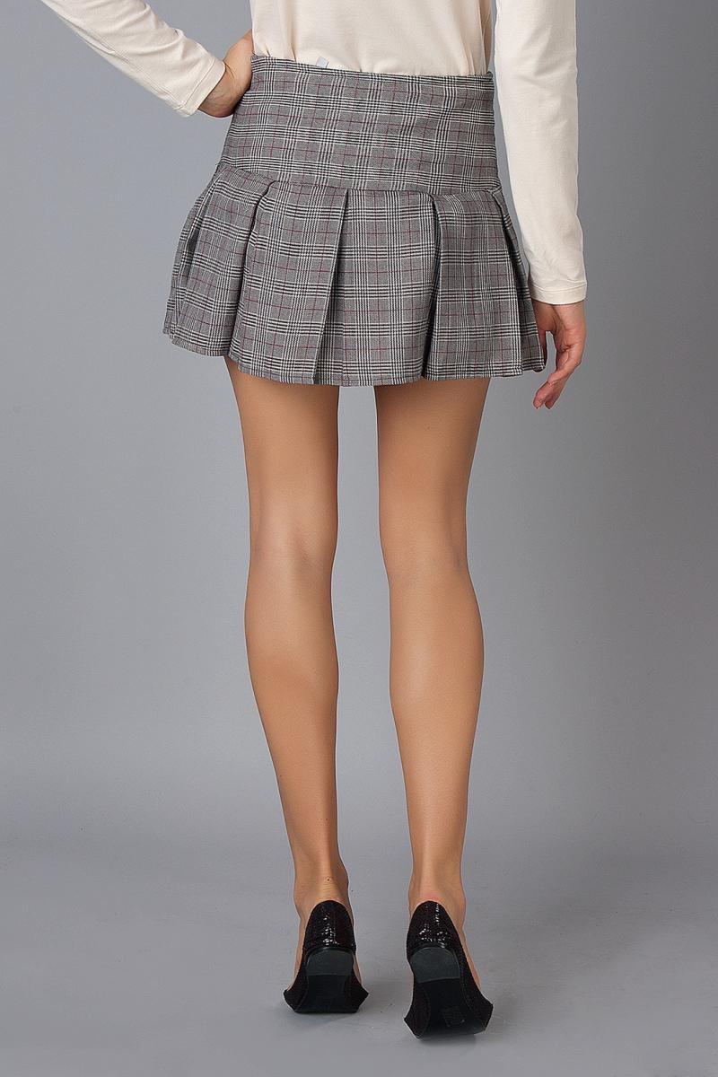 с чем носить серую юбку: короткая в складку под блузку и балетки