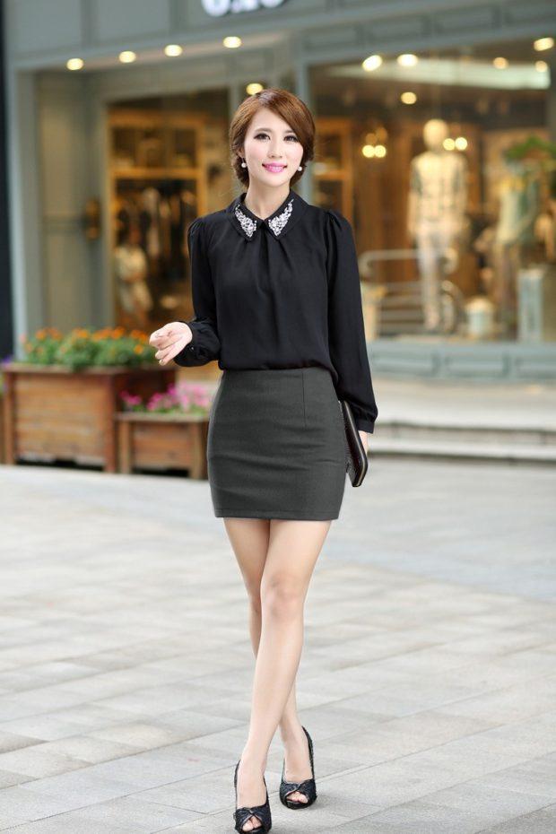 с чем носить серую юбку: короткая под черная блузка шифоновая