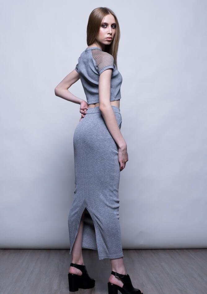 серая юбка с чем носить: в пол под топ серый