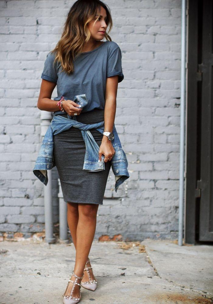 серая юбка с чем носить: карандаш под футболку кэжуал