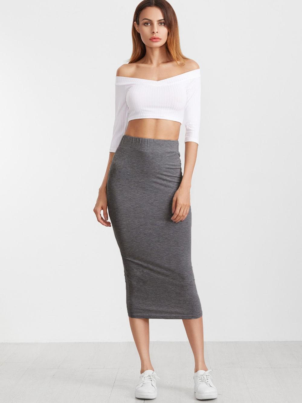 серая юбка с чем носить: карандаш под топ белый