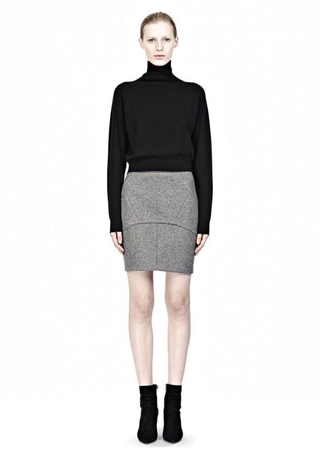 с чем носить серую юбку: шерстяная юбка под черную кофту