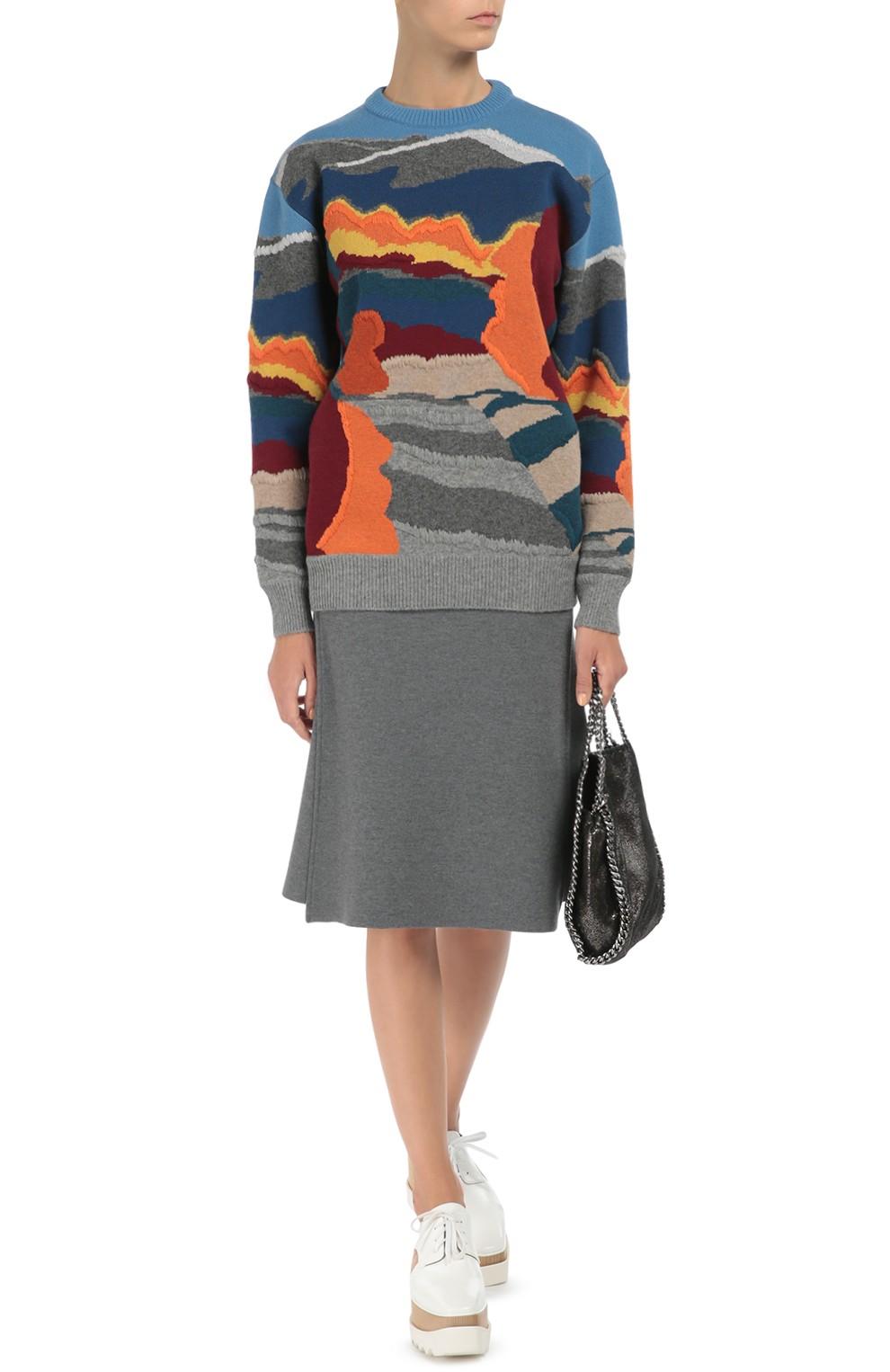 с чем носить серую юбку: шерстяная под кофту в принт кроссовки