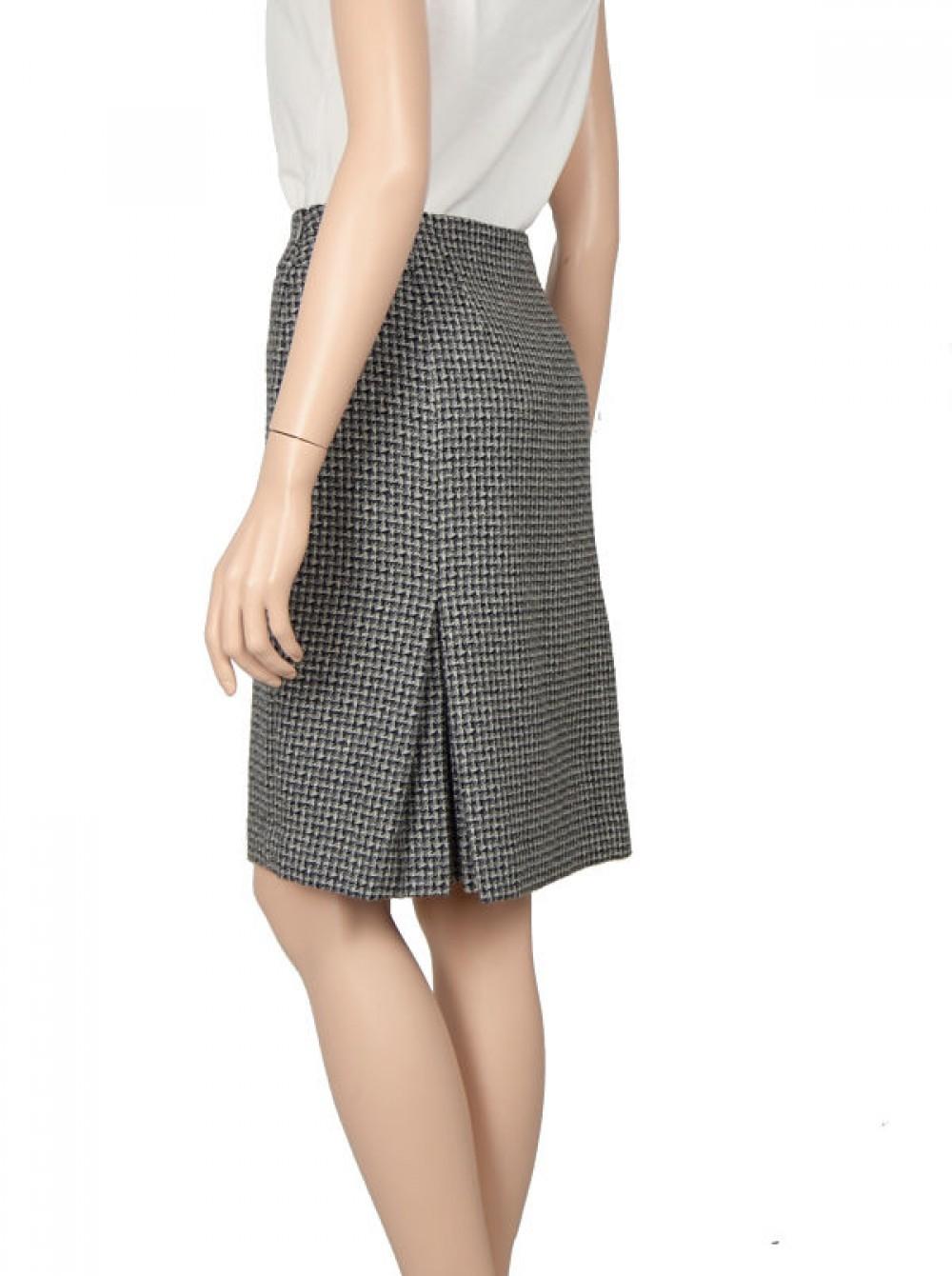 с чем носить серую юбку: шерстяная под блузку без рукава