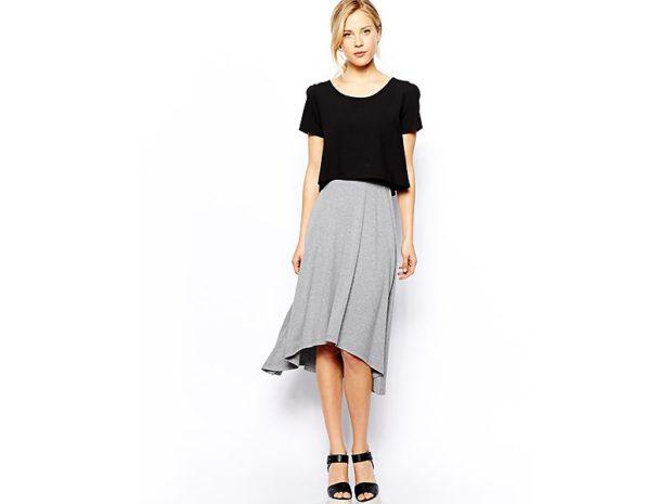 серая юбка с чем носить: миди под черную футболку