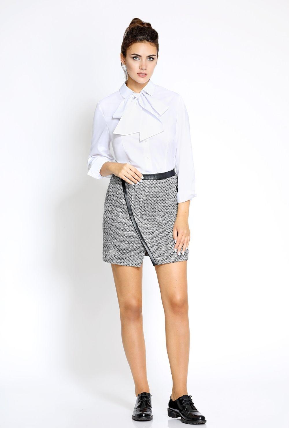 серая юбка с чем носить: короткая под блузку белую