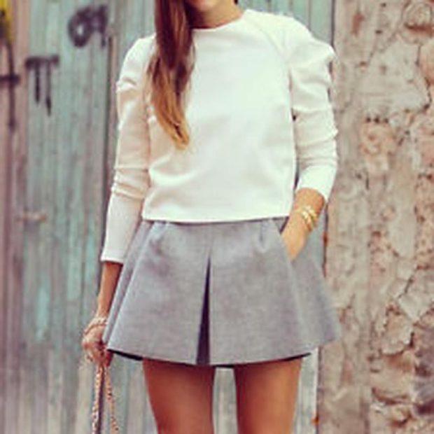 с чем носить серую юбку: короткая под кофту белую