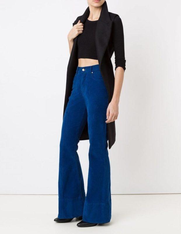 С чем носят ярко синие брюки