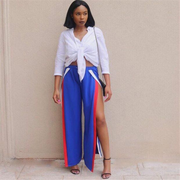 С чем носить ярко-синие брюки: широкие под рубашку с узлом