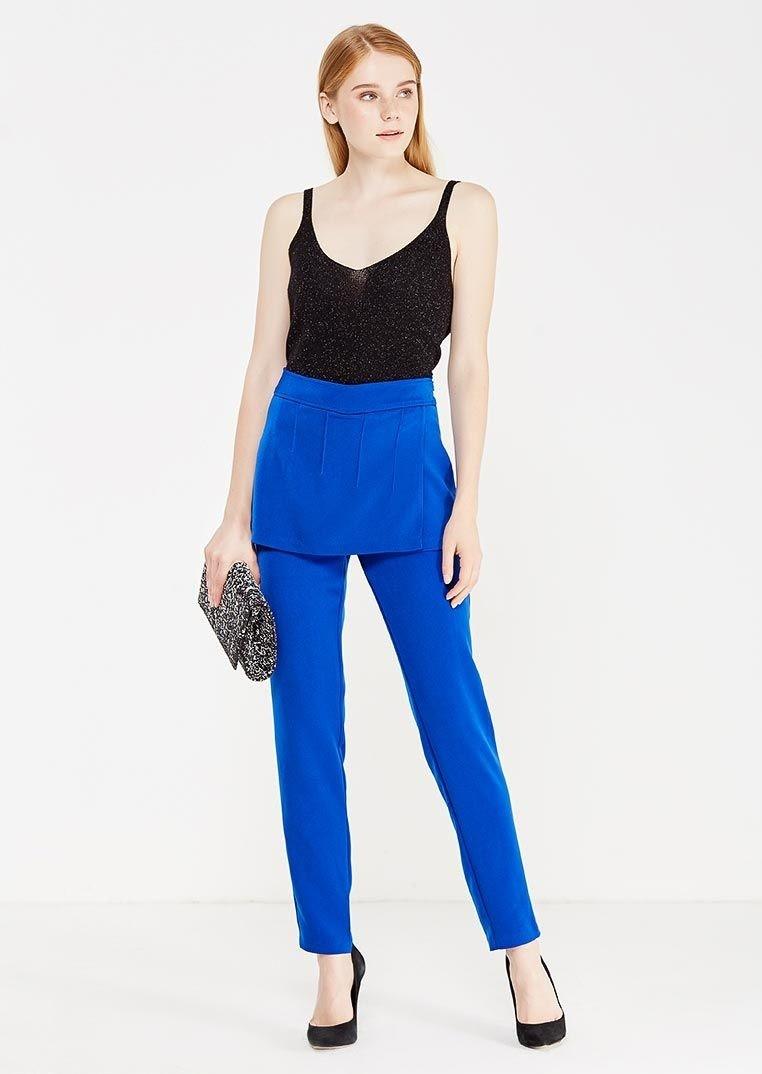 ярко синие брюки женские под майку черную
