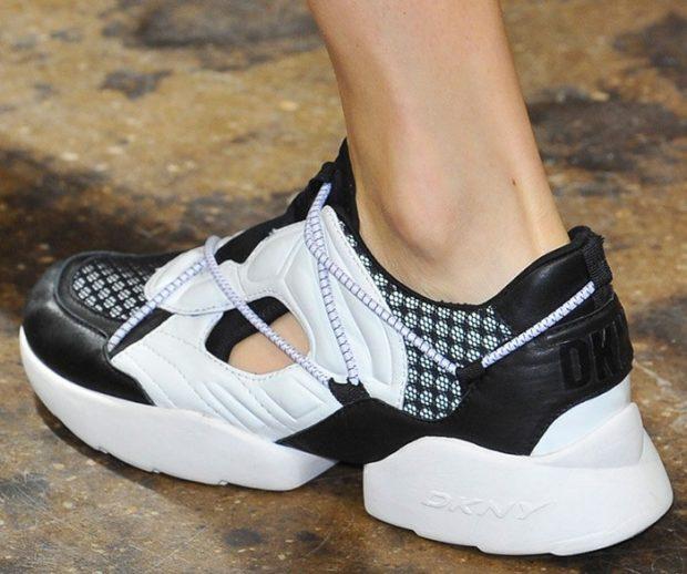 Спортивная обувь 2019-2020: кроссовки с не высоким каблучком черно-белого цвета