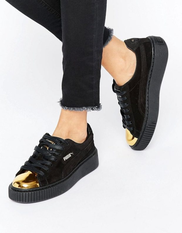 Спортивная обувь 2019-2020: кроссовки с металлической вставкой черного цвета