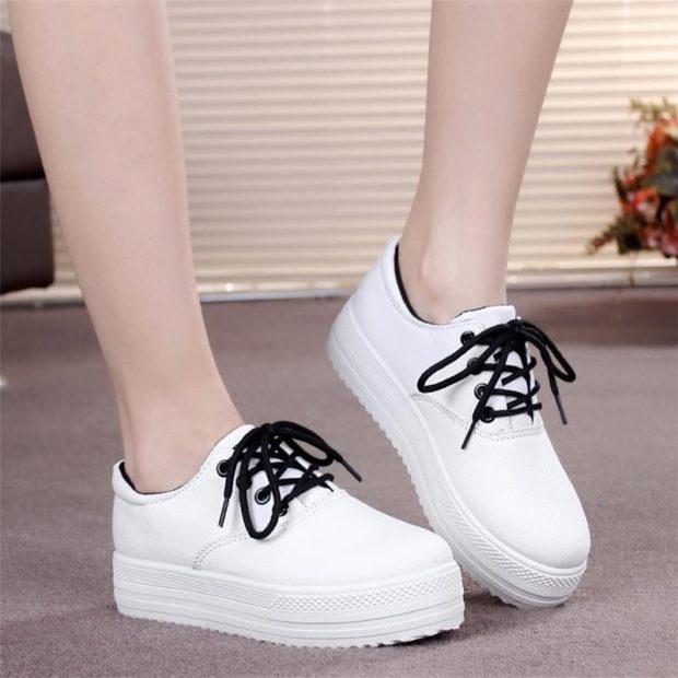 Спортивная обувь кроссовки на толстой подошве белого цвета