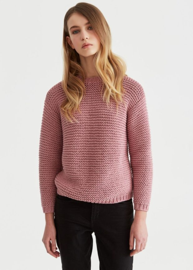 женские свитера 2019-2020: вязаный розового цвета