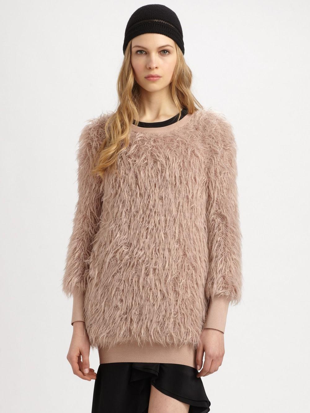 Модные свитера 2018 женские:свитер коричневого цвета