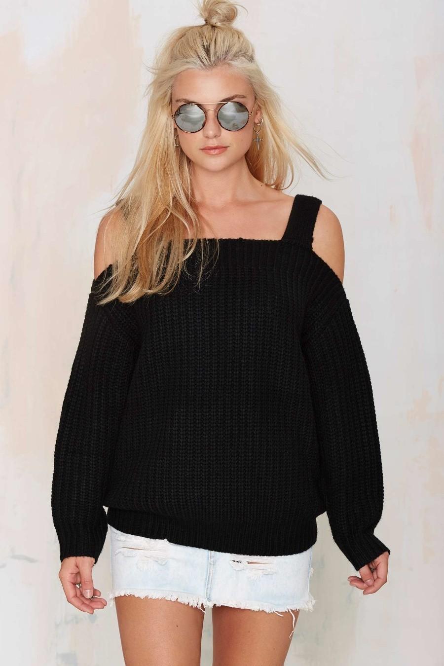 Модные свитера 2018 женские: вязаный свитер черного цвета