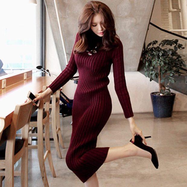 Модные свитера: вязаный платье бордового цвета