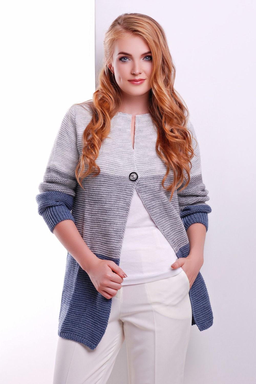 Модные свитера 2018 женские: вязаный кардиган бело-серо-синего цвета