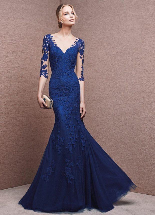 длинные платья на выпускной 2019: синее рукава кружевные