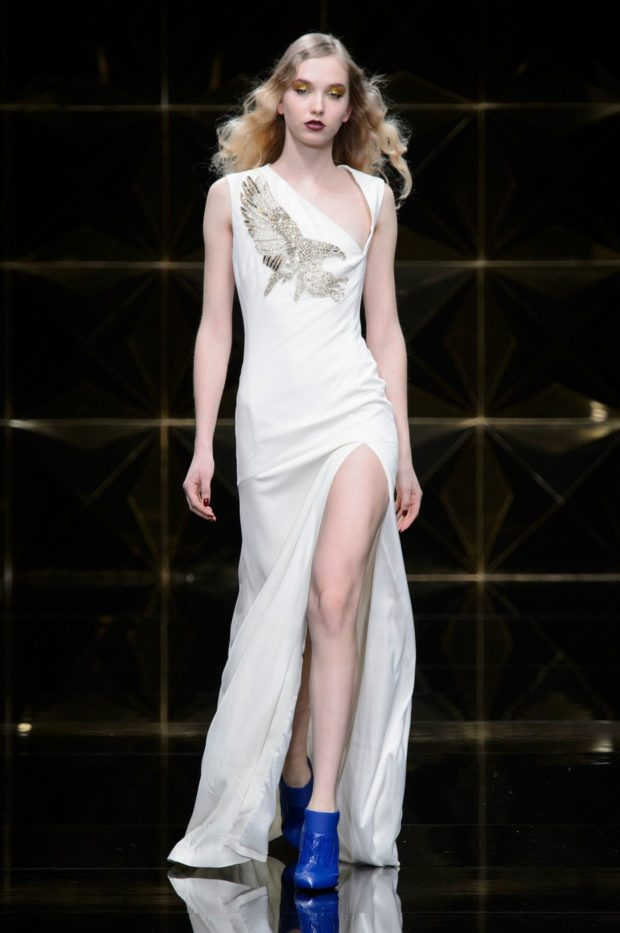 платья на выпускной 2019 длинное: белое с разрезом плечи открыты