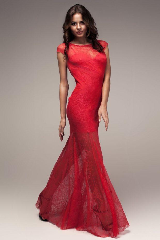 платья на выпускной 2019 в пол: русалка красное с небольшим рукавом