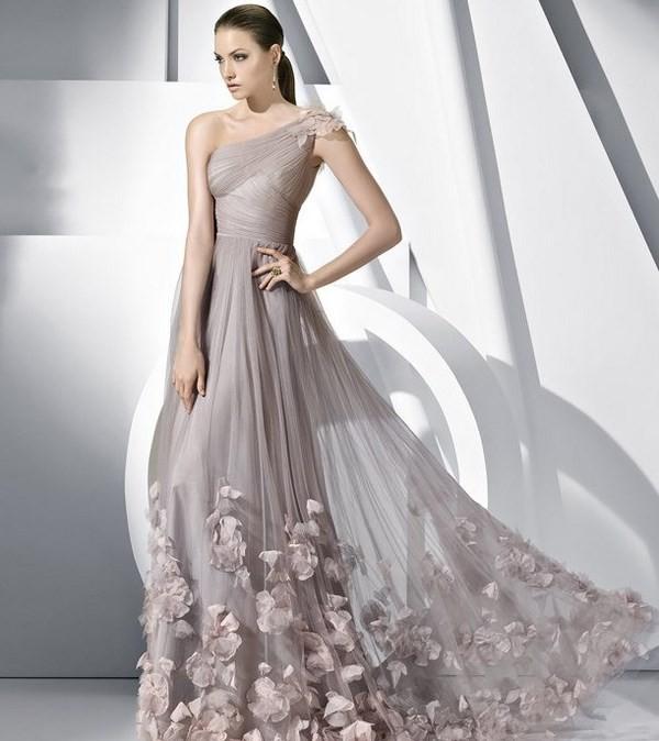 платья на выпускной 2019 в пол: открытые плечи юбка из фатина с украшением