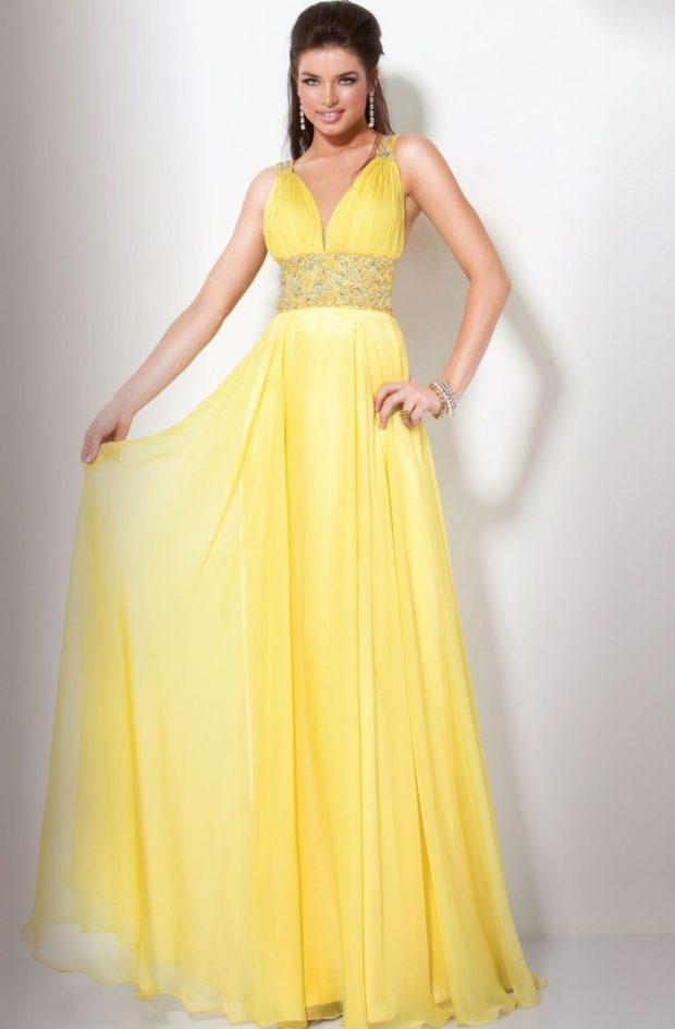 выпускные платья 2019 года длинные: греческий стиль желтое шифоноввая юбка пояс под грудь