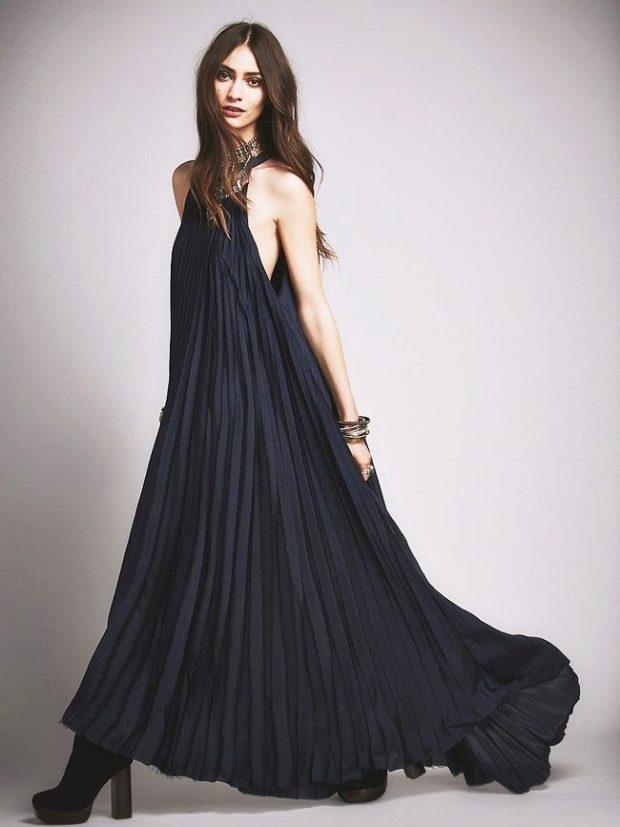 длинные платья на выпускной 2019: черное без рукава в мелкую складку