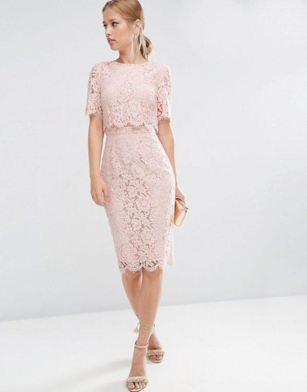 Вечерние платья 2019 короткие на выпускной: с закрытым лифом кремового цвета