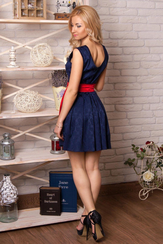 Вечерние платья 2019 фото новинки короткие на выпускной:короткое платье с поясом,синего цвета