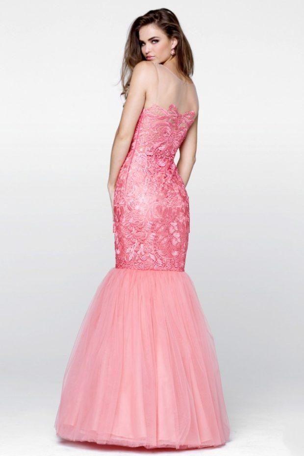Вечерние платья 2019 короткие на выпускной: по фигуре с юбкой, розовый цвет