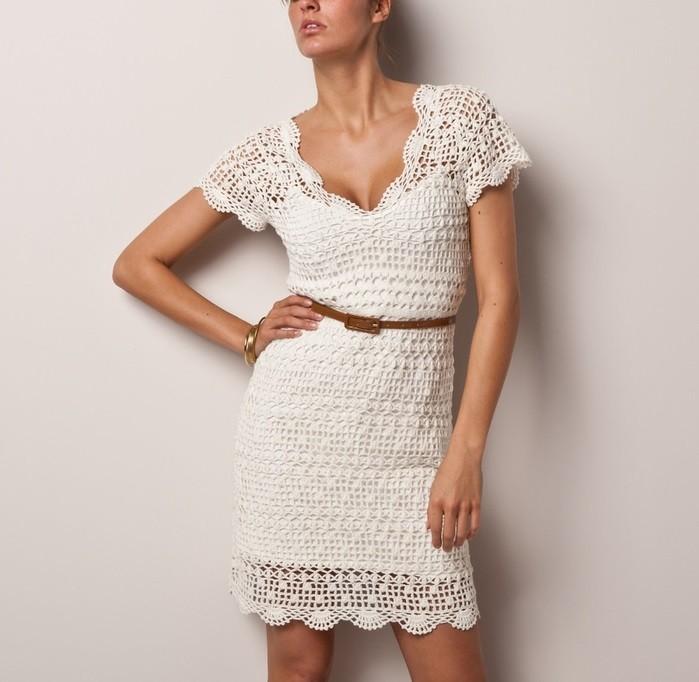платье вязанное крючком белое по колено рукав короткий