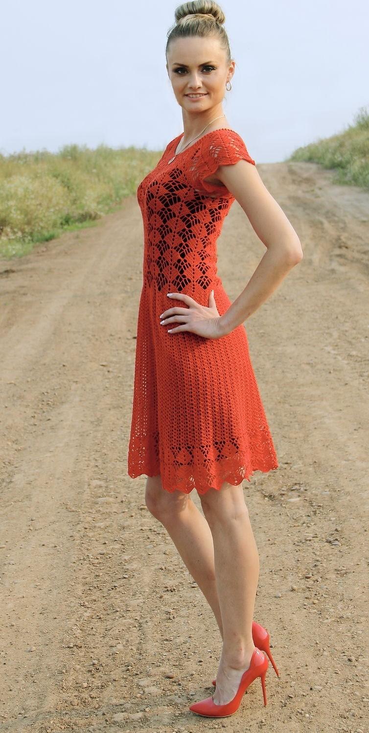 платье вязанное крючком красное по колено