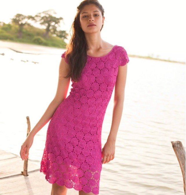 платье вязанное крючком розовое миди