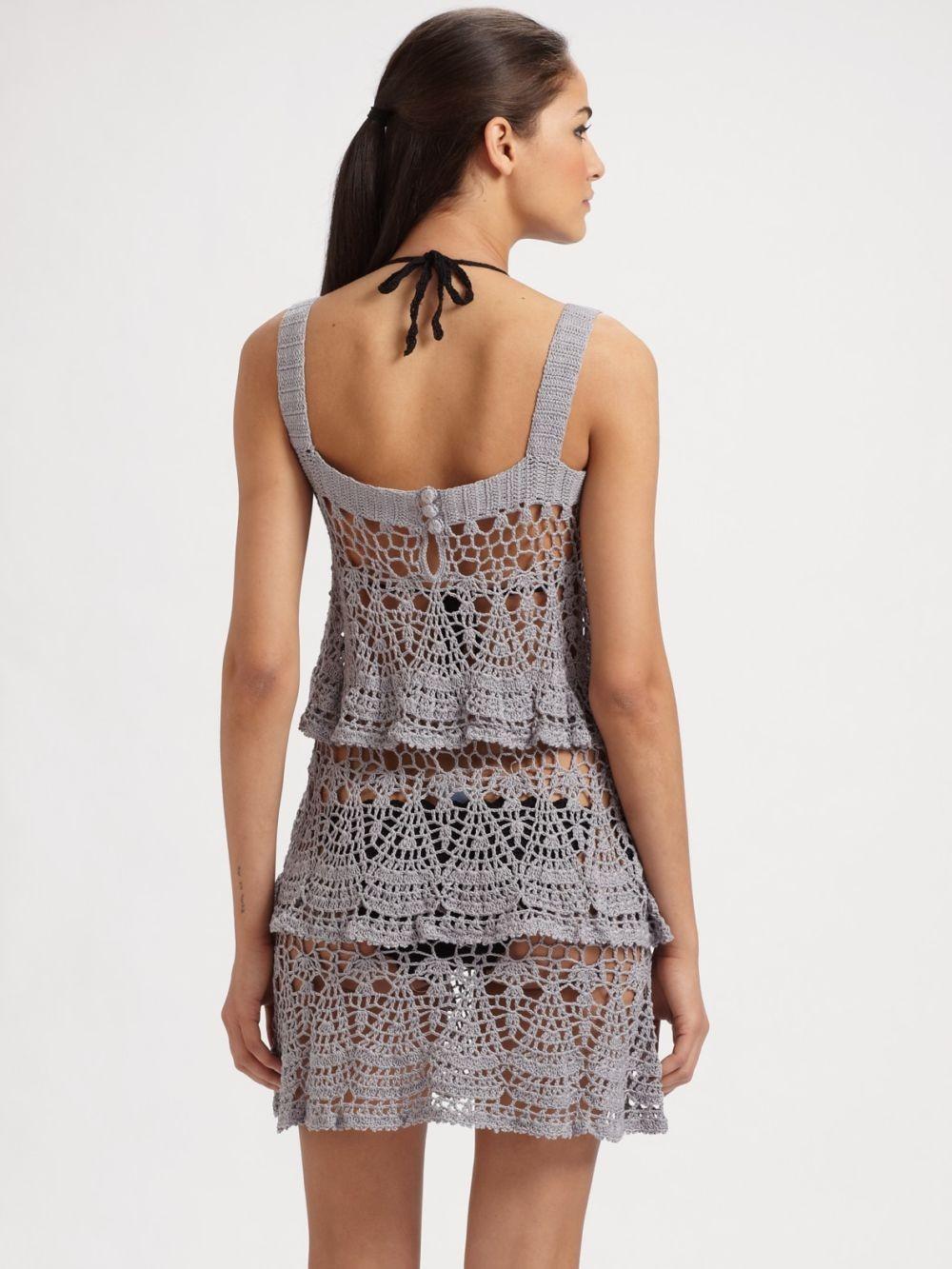 платье вязанное крючком серое короткое без рукава
