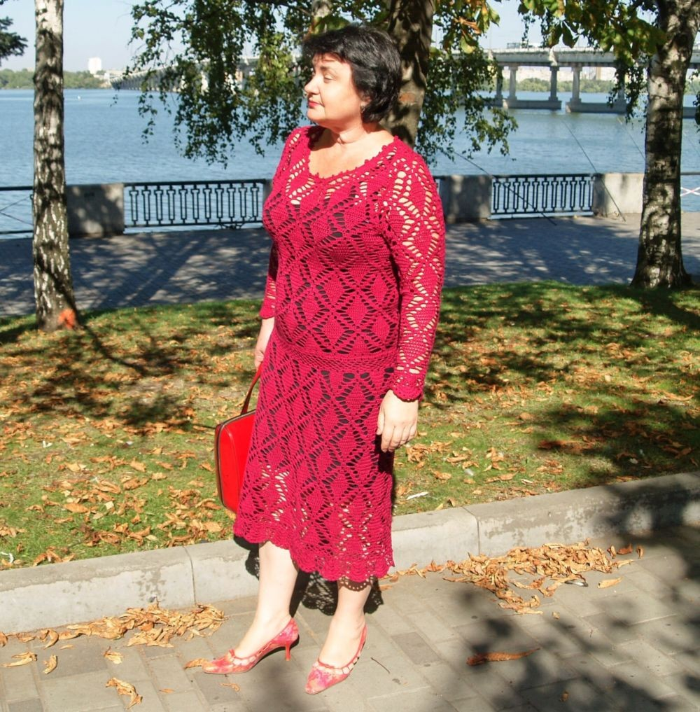 платье вязанное крючком красное миди