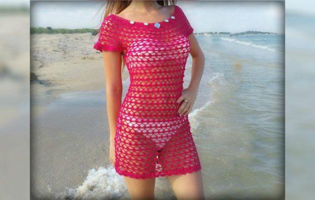платье вязанное крючком розовое украшено камнями