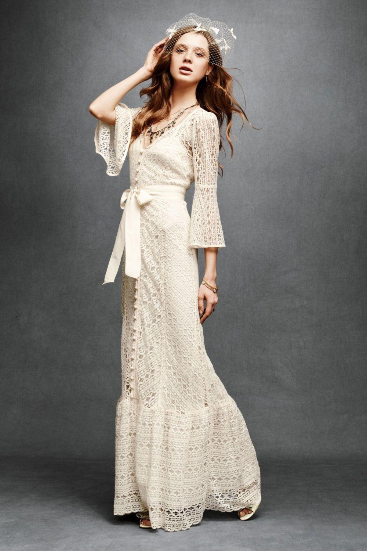 платье вязанное крючком  длинное с поясом рукава колокола