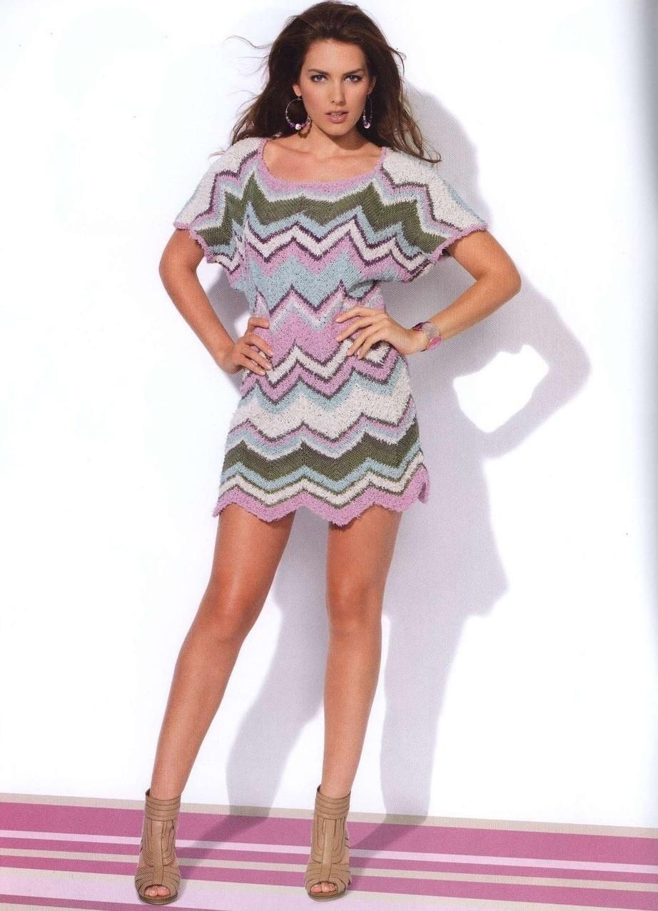 платье вязанное крючком цветное короткое