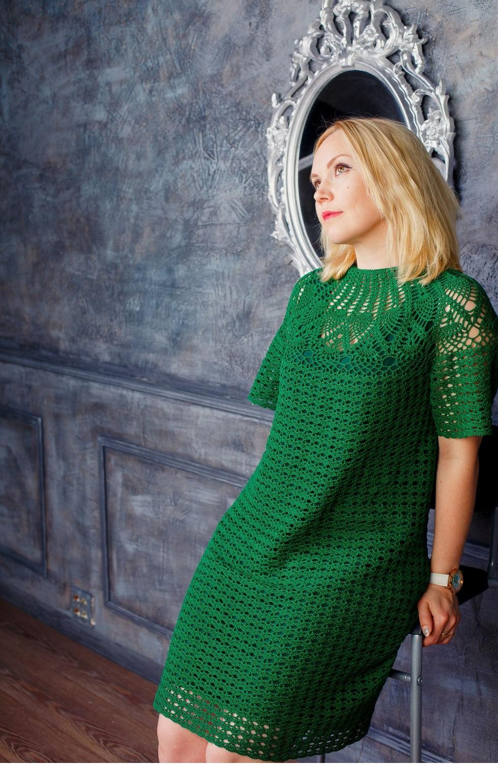 платье вязанное крючком зеленое с коротким рукавом