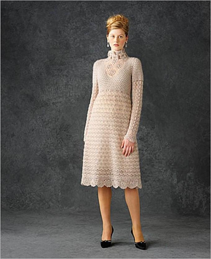 платье вязанное крючком миди с длинным рукавом
