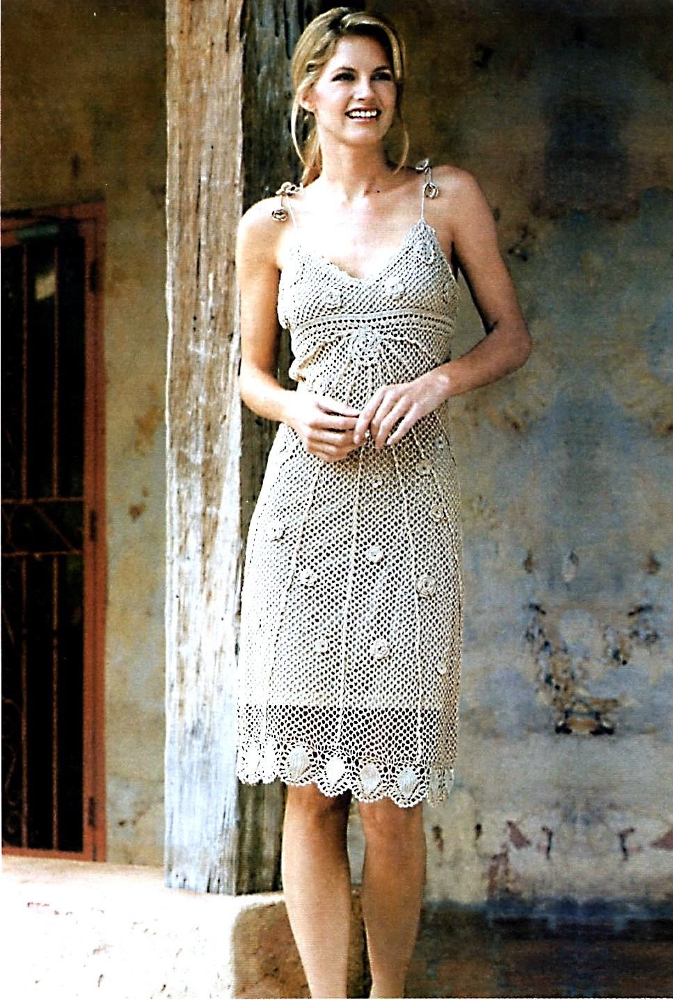 платье вязанное  крючком белое вечернее