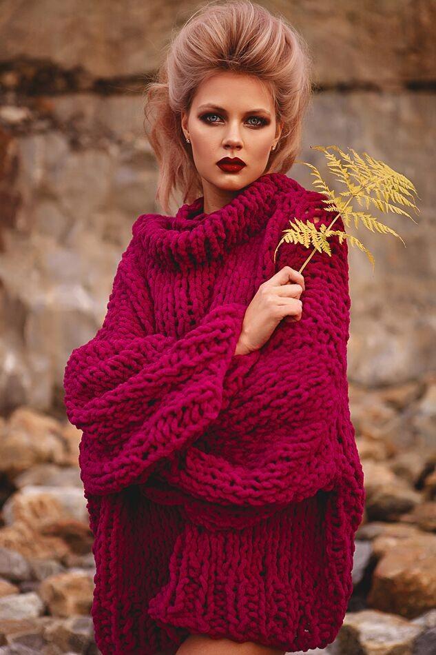 Модные свитера 2018 женские:вязаный свитер бордового цвета