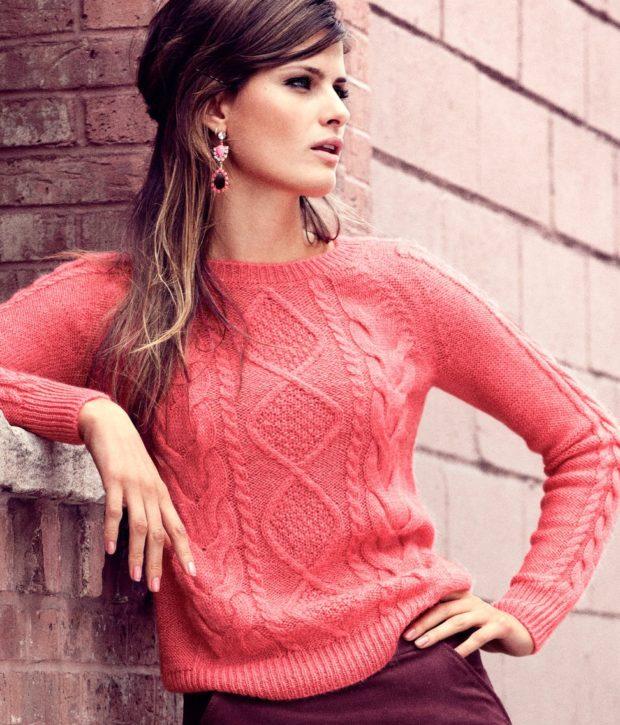 Модные женские свитера 2019-2020: вязаный розового цвета