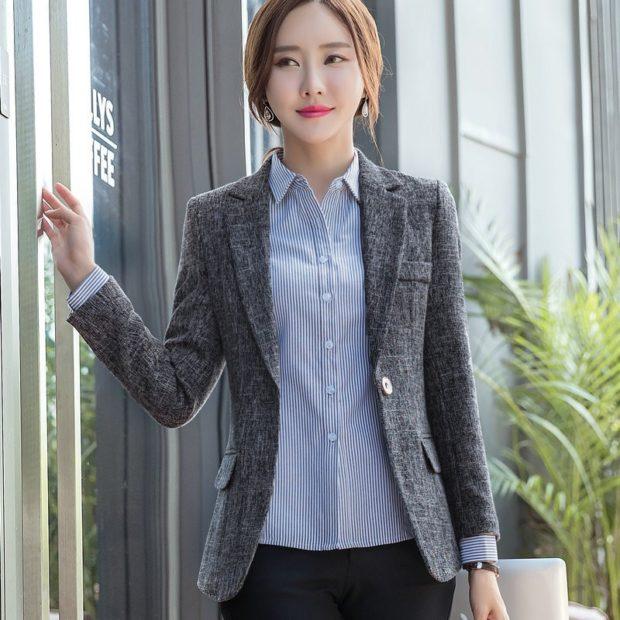 модные пиджаки 2019-2020 женские фото: серый с карманами короткий