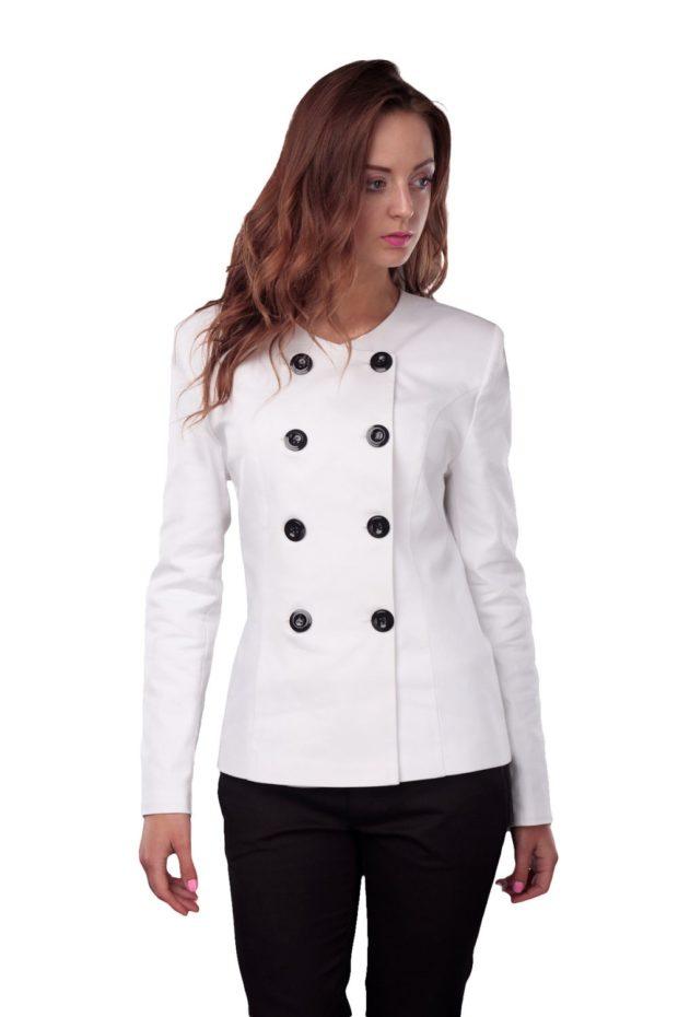 женский пиджак 2019-2020 года модные тенденции: белый двубортный классика