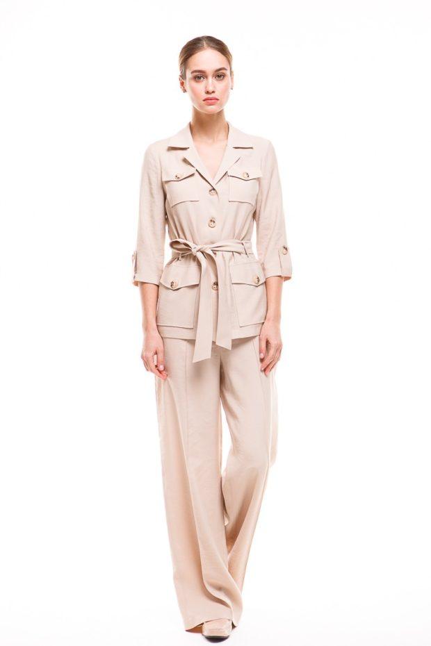 женский пиджак 2019-2020 года модные тенденции: с поясом светлый стиль милитари рукав 3/4