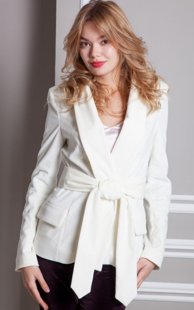 женские пиджаки 2019-2020 года фото: с поясом белый классика