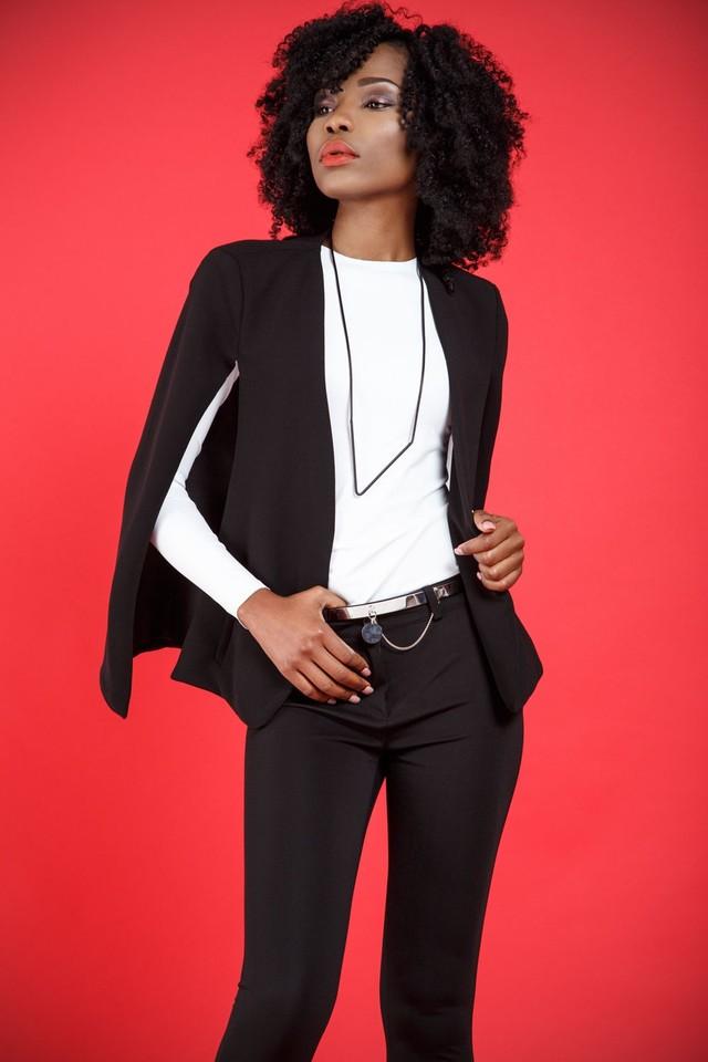 женские пиджаки 2018 года фото: кейп черный короткий