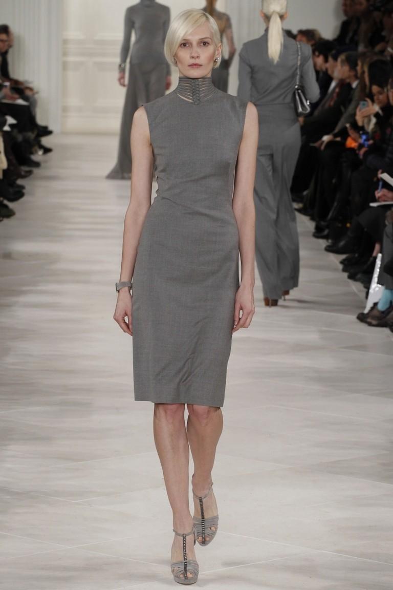 Зимние луки 2018 2019: платье серое без рукава миди
